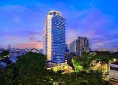 Aston Makassar Hotel & Convention Center - Makassar - Building