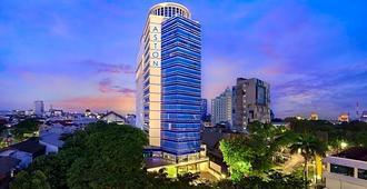 Aston Makassar Hotel & Convention Center - Makassar - Gebäude