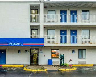Motel 6 Detroit - East Warren - Warren - Building