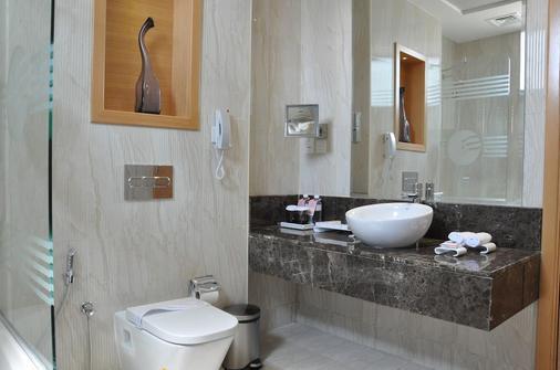 Fortune Park Hotel - Dubai - Bathroom