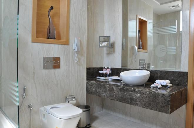 Fortune Park Hotel - Dubai - Bathroom