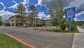 Motel 6 Flagstaff West - Woodland Village - Flagstaff - Gebäude