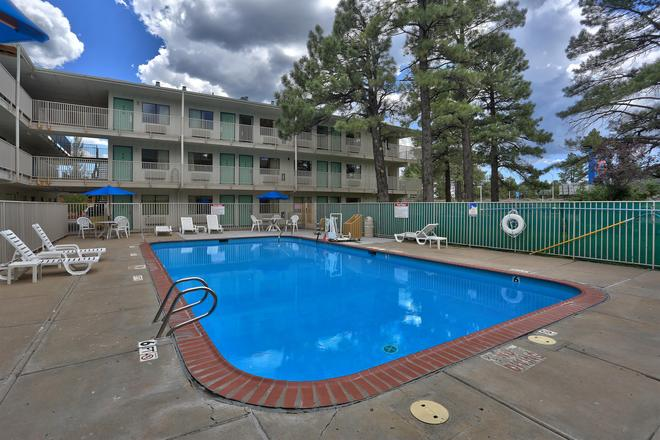Motel 6 Flagstaff West - Woodland Village - Flagstaff - Bể bơi