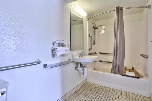 Motel 6 Flagstaff West - Woodland Village - Flagstaff - Bathroom