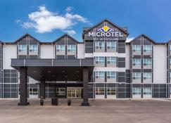 Microtel Inn & Suites by Wyndham Whitecourt - Whitecourt - Edifício