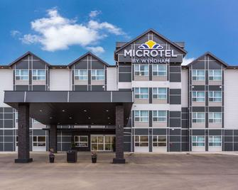Microtel Inn & Suites by Wyndham Whitecourt - Whitecourt - Building