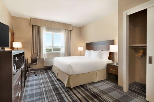 Days Inn & Suites by Wyndham Airdrie - Airdrie - Κρεβατοκάμαρα