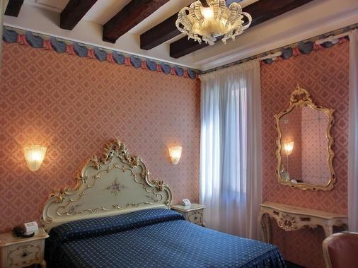 Hotel Diana - Venice - Bedroom