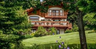 Fox Den Bed and Breakfast - Leavenworth - Building