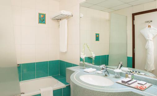 杜拜德伊勒珊瑚酒店 - 杜拜 - 杜拜 - 浴室