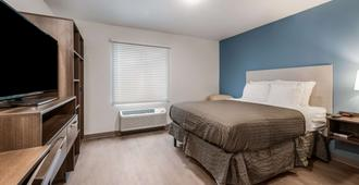 Woodspring Suites Charlotte - University Research Park - Charlotte - Schlafzimmer