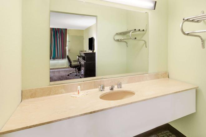 Days Inn By Wyndham Mccomb Ms - McComb - Baño