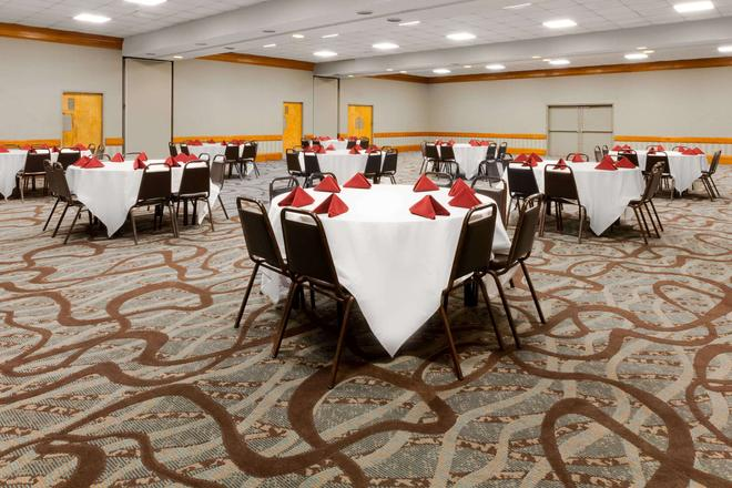 Days Inn By Wyndham Mccomb Ms - McComb - Sala de banquetes