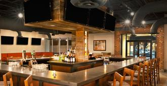 Four Points by Sheraton Cleveland Airport - קליבלנד - בר