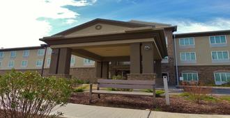 Holiday Inn Express & Suites Montgomery - Montgomery