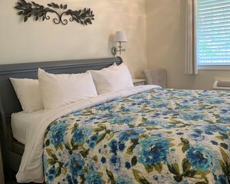 Inn on Canyon - Radium Hot Springs - Bedroom