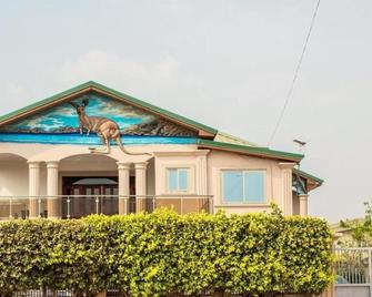 Zircon Hotel Gh - Kwabenyan - Building