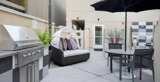 SpringHill Suites by Marriott San Jose Airport - סן חוזה - פטיו