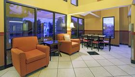 丹佛斯台普頓速 8 酒店 - 丹佛 - 丹佛(科羅拉多州) - 休閒室