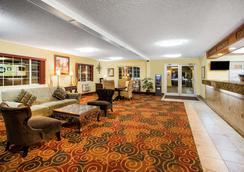 Days Inn by Wyndham Yakima - Yakima - Lobby