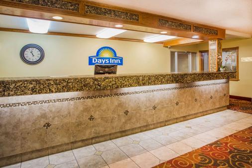 Days Inn by Wyndham Yakima - Yakima - Front desk