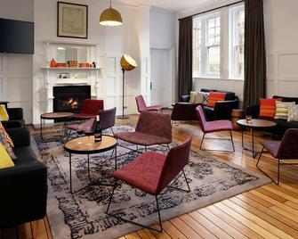 Rydges Hobart - Hobart - Living room