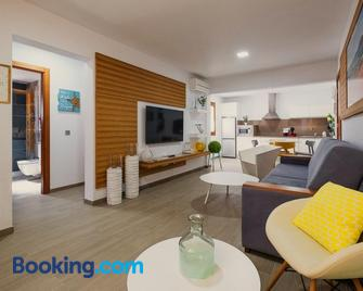 Apartamentos La Pardela Exclusive - Caleta de Sebo - Sala de estar