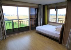 Gillime Pension Guesthouse - Hostel - Jeju City - Makuuhuone