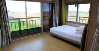 Gillime Pension Guesthouse - Hostel - Jeju by