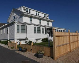 By The Sea Guests Bed & Breakfast & Suites - Dennis Port - Building