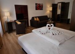 Romantica Hotel Blauer Hecht - Dinkelsbühl - Bedroom