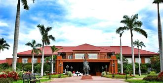 Fort Ilocandia Resort Hotel - Laoag