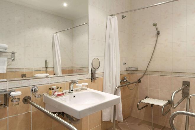 Ramada by Wyndham Plovdiv Trimontium - Plovdiv - Bathroom