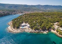 Adriatiq Resort Fontana - Jelsa - Buiten zicht