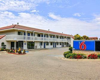 Motel 6 Lompoc - Lompoc - Building