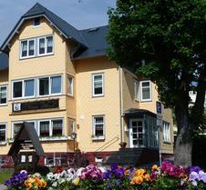 Café-Restaurant & Pension Haus Flora