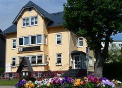 Café-Restaurant & Pension Haus Flora - Oberhof - Building