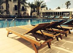 迪萊克公寓酒店式酒店 - 居姆貝特 - 游泳池