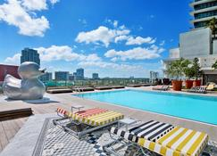 SLS Brickell - Miami - Bazén