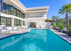 Holiday Inn Express Newport Beach, An IHG Hotel - Newport Beach - Piscine