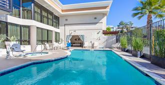 Holiday Inn Express Newport Beach, An IHG Hotel - Newport Beach - Pool