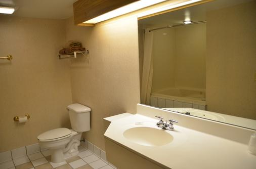 Smoky Mountain Inn & Suites - Cherokee - Bathroom