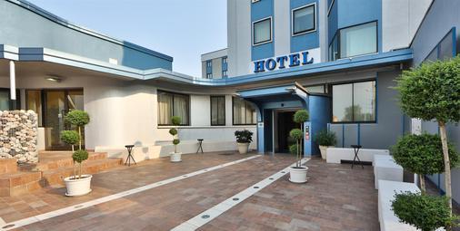 Best Western Plus Soave Hotel - San Bonifacio - Building