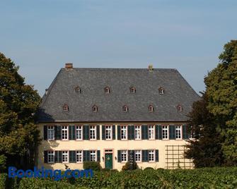 Gutshotel Baron Knyphausen - Eltville am Rhein - Building