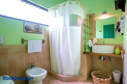 Hotel Boutique La Casa De Las Flores - Cahuita - Bathroom
