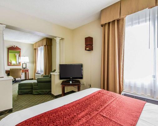 Quality Inn near University of Mobile - Saraland - Bedroom
