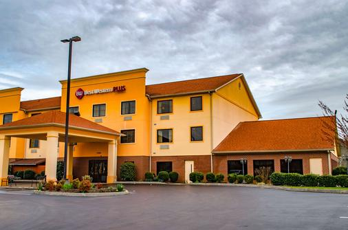 Best Western Plus Strawberry Inn & Suites - Knoxville - Rakennus