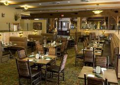 Hope Lake Lodge & Indoor Waterpark - Cortland - Restaurante