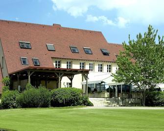 Golf Hotel Resort Du Val De Sorne - Vernantois - Building