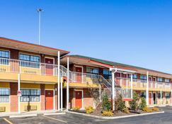 Rodeway Inn & Suites - Smyrna - Rakennus